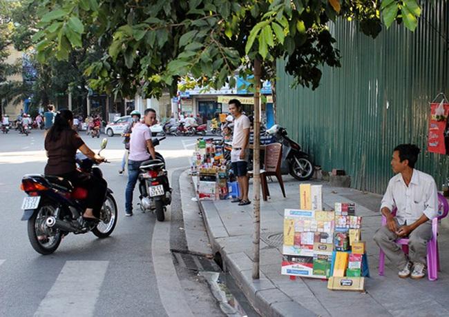 Hà Nội: Thuốc lá lậu bày bán tràn lan