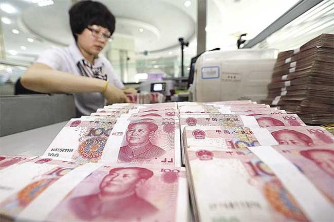 Gánh nặng nợ công tăng lên khi VND xuống giá