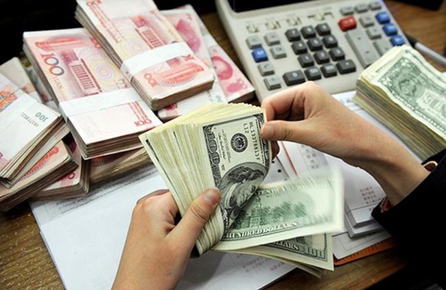 Sự mất giá của tiền tệ: Chủ ý hay vạ lây?
