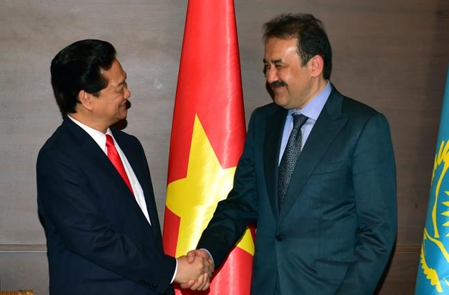 Thủ tướng gặp người đứng đầu Chính phủ Kazakhstan, Kyrgyzstan