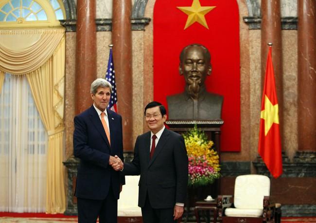 Những hình ảnh đầu tiên của Ngoại trưởng Mỹ John Kerry thăm Hà Nội