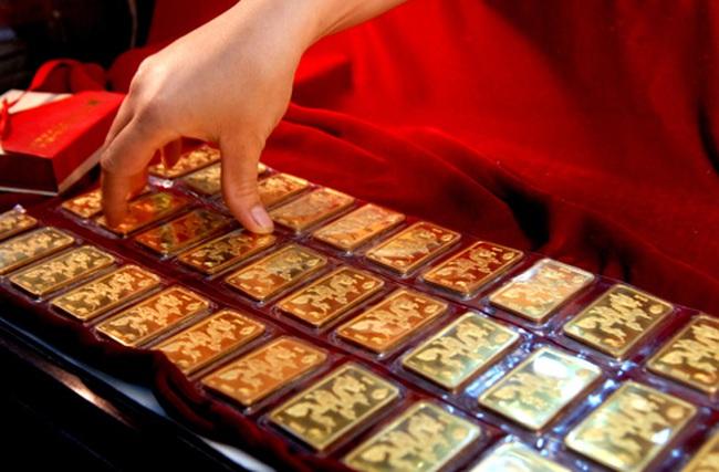 Giá vàng sụt nhanh, xuống dưới 34,6 triệu đồng/lượng