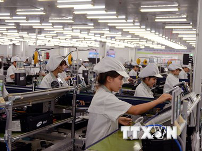 """Kinh tế Việt Nam sẽ """"trật đường ray phát triển"""" nếu chậm trễ"""