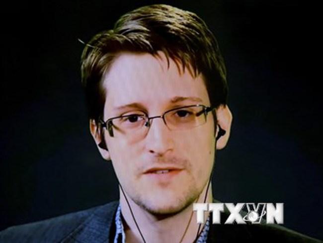 Cựu trùm CIA: Snowden chịu một phần trách nhiệm về vụ khủng bố ở Paris