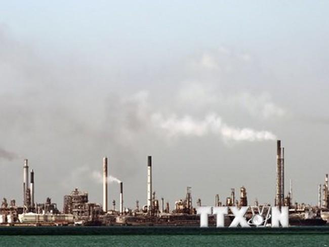 Dự trữ dầu thô của Mỹ tăng cao kỷ lục 425,6 triệu thùng