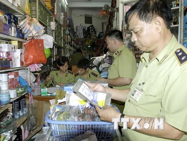 Thu giữ hàng trăm ngàn đồ mỹ phẩm giả tại cửa hàng Xuân Thủy