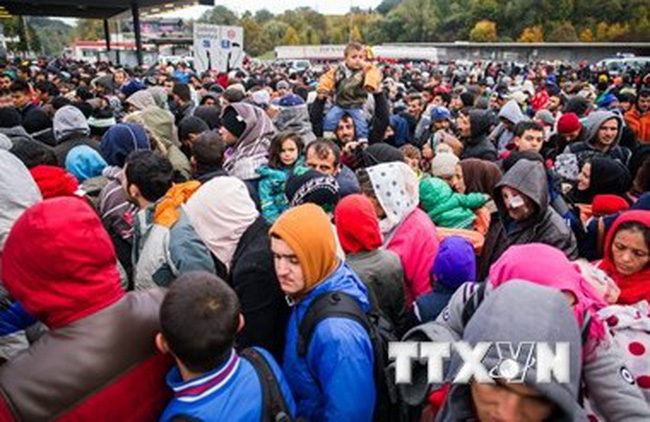 """EU """"dọa"""" cắt viện trợ với 3 nước từ chối tiếp nhận người tị nạn"""