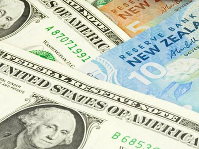Nhà đầu tư đua nhau chuyển sang tài sản dùng USD và yên Nhật