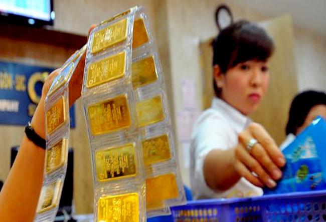 Giá vàng SJC giảm ngày thứ 3 liên tiếp, xuống dưới 33,8 triệu đồng/lượng