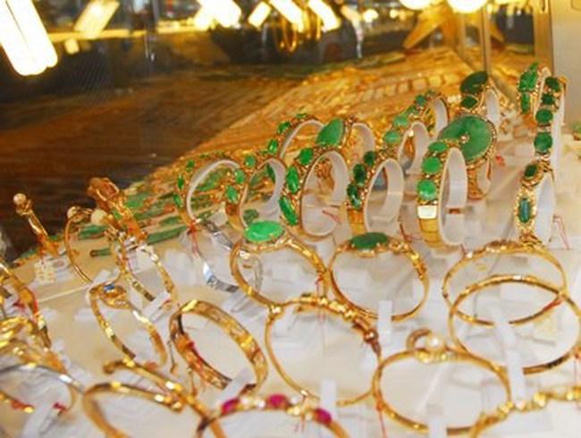 Giá vàng giảm xuống dưới 33,9 triệu đồng/lượng