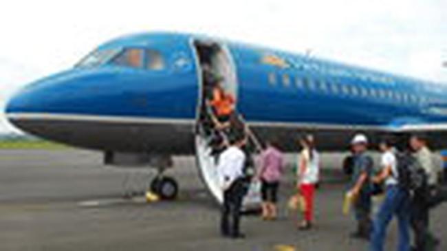 Giá trần vé máy bay nội địa giảm 4%