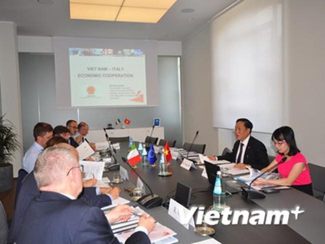 Việt Nam và Italy thúc đẩy hợp tác da giày, dệt may và đồ gỗ