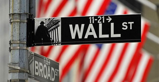 Phố Wall giảm mạnh vì số liệu kinh tế tích cực