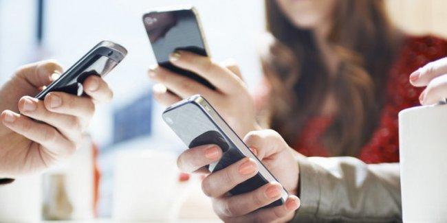 Cước điện thoại lên đến hơn 1,1 tỉ đồng/tháng