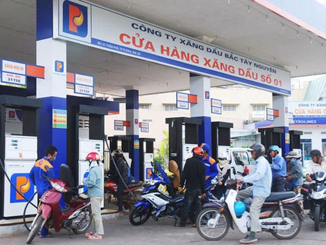 Giá xăng giảm gần 800 đồng/lít từ 3h chiều nay