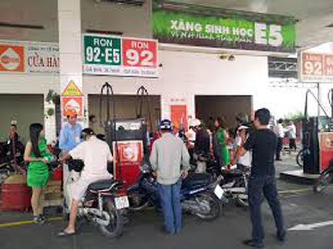 Mở rộng mạng lưới cửa hàng bán xăng E5