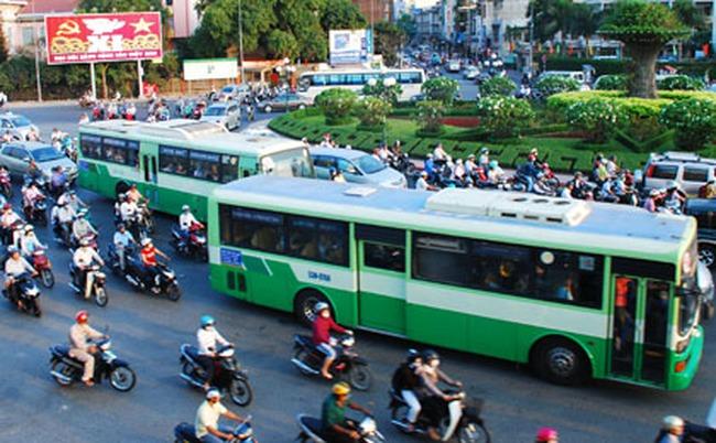 Đề xuất thay đổi màu sơn một số xe buýt ở TP.HCM