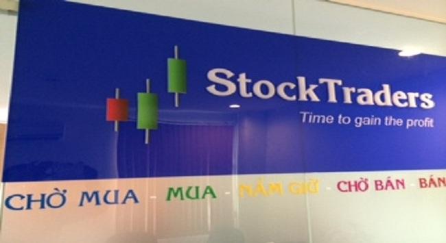 StockTraders – Đầu tư chứng khoán không cần xem bảng điện