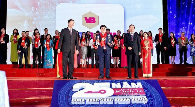 """VietBank vinh dự nhận giải thưởng """"Thương hiệu mạnh Việt Nam"""""""