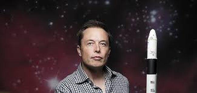 """Chân dung """"gã khổng lồ"""" Elon Musk qua 14 cuốn sách gối đầu giường"""