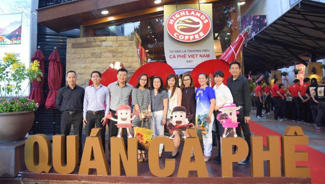 100 quán cafe của Highlands Coffee và văn hóa cà phê của người Việt  hiện đại