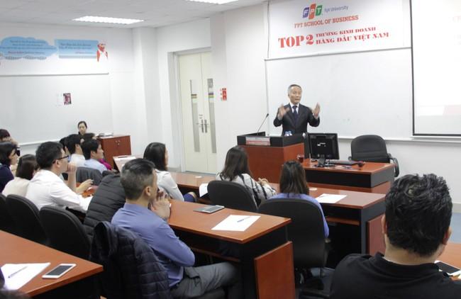 Học MBA tại trường đạt chuẩn 5 sao với 98 triệu đồng