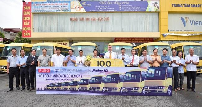 FUSO Việt Nam bàn giao lô xe buýt ROSA đầu tiên cho khách hàng