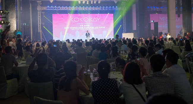 """Khách hàng """"chen chân"""" tham dự Lễ giới thiệu Tổ hợp Cocobay của Phú Quý Land"""