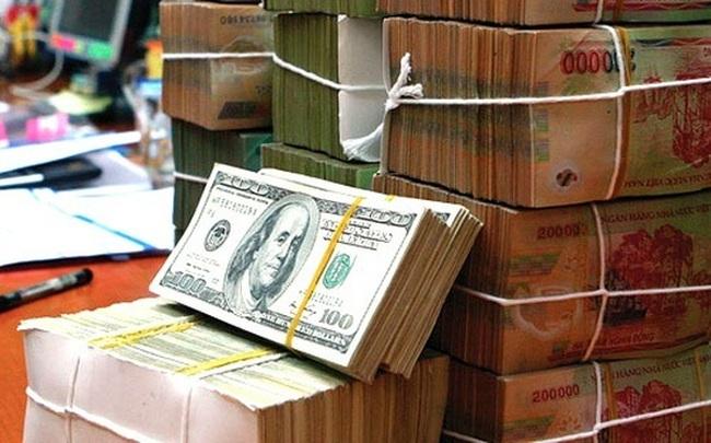 """Kinh doanh ngoại tệ: """"Ngân hàng buôn than mà Chính phủ rét""""?"""