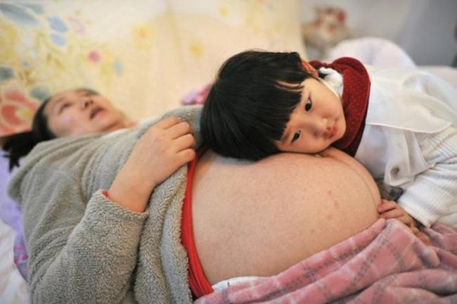 """""""Kế lạ"""" của Trung Quốc để người dân sinh con thứ hai"""