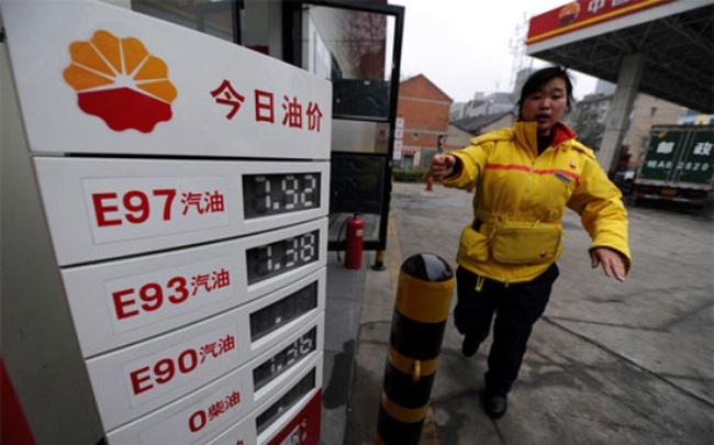 Trung Quốc đặt giá sàn bán lẻ xăng dầu