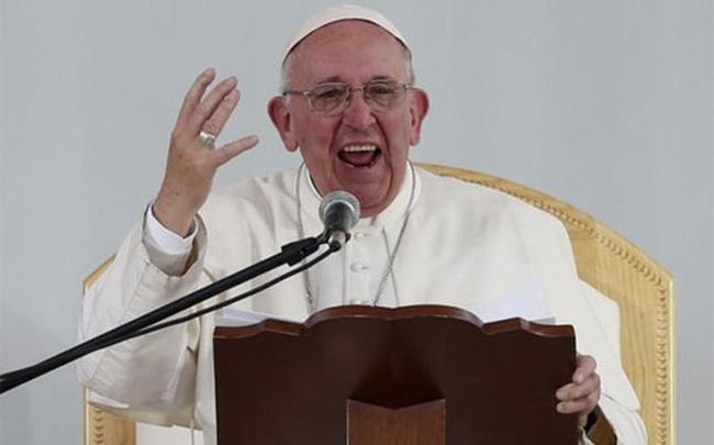 """Giáo hoàng chỉ trích, Trump """"phản pháo"""""""