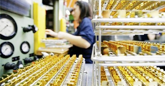 Cầm vàng có để vàng rơi?