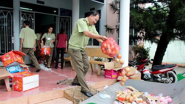Tiêu hủy hơn 1 tấn trái cây không xuất xứ