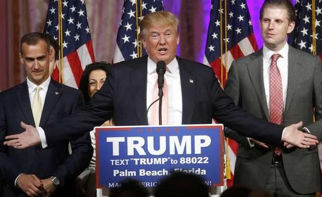 """Ông Trump """"lâm nguy"""""""
