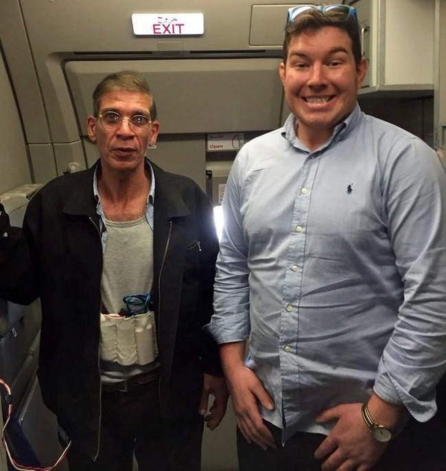Phát sốt với ảnh con tin chụp cùng kẻ cướp máy bay Ai Cập
