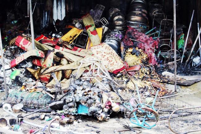 Cháy chợ Vân ở Nghệ An, thiêu rụi 3 kiôt