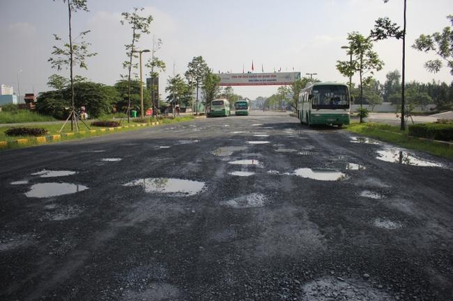 Khu dân cư Era Town - Đức Khải: Mới sử dụng, đường xá đã xuống cấp trầm trọng