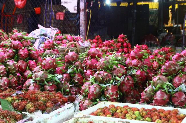 Trái cây tăng giá mạnh do ngập mặn và Trung Quốc tích cực thu mua
