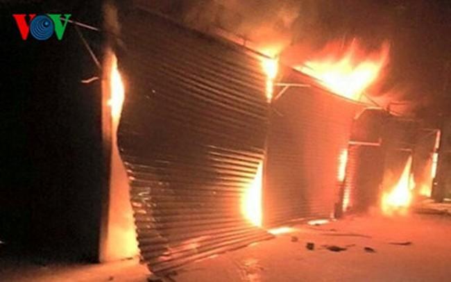 Lào Cai: Cháy lớn chợ Mường Khương tối mùng 1 Tết