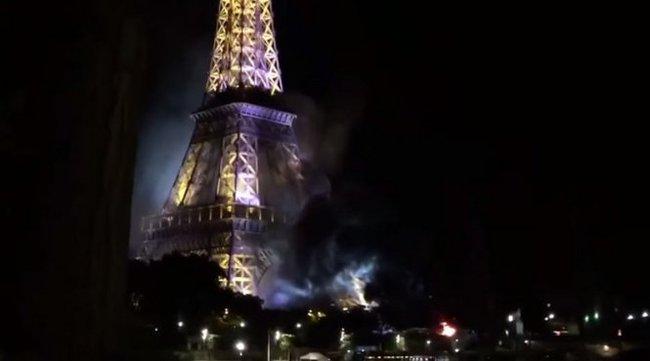 Tháp Eiffel bốc khói, dân Paris hoảng hốt lo khủng bố