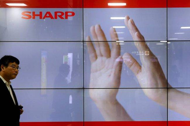 Foxconn trì hoãn mua Sharp vì có quá nhiều khoản nợ tiềm tàng