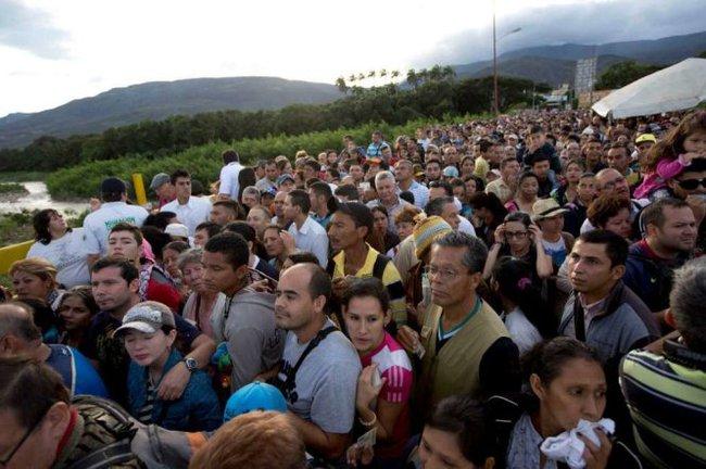 123.000 người Venezuela vượt biên giới sang Colombia mua hàng