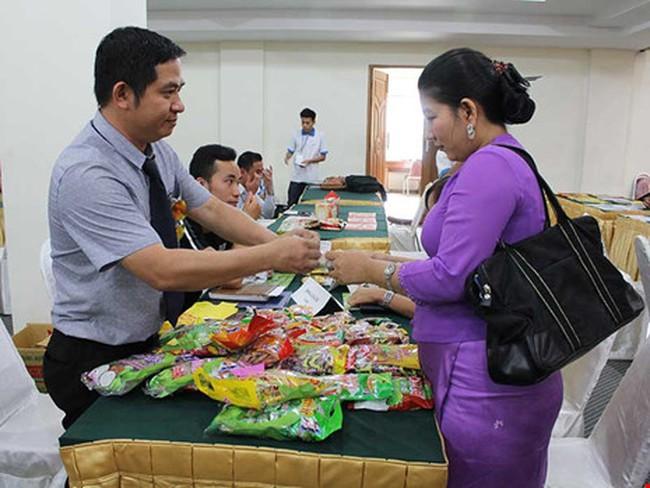 Hàng Việt mới ra ao làng đã 'chết đuối'
