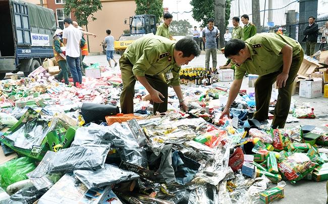 Tiêu hủy 12 tấn hàng hóa lậu với 30.000 kim châm