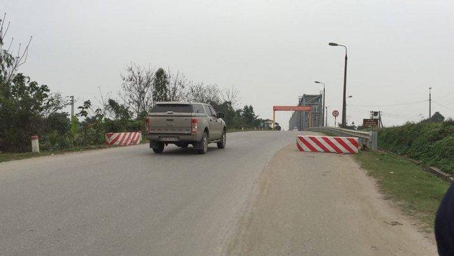 """Vụ lùm xùm ở cầu Việt Trì: """"Không thể dựng ụ cô lập dân Bạch Hạc"""""""