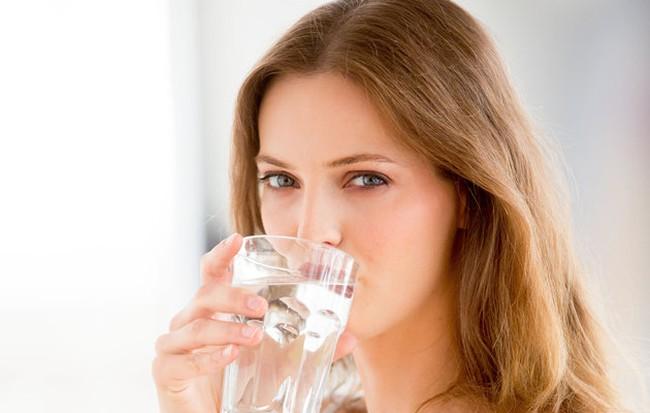 8 điều kỳ diệu xảy ra với cơ thể khi bạn uống nước lúc đói, ngay sau khi ngủ dậy