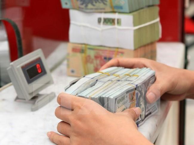 """Tỷ giá trung tâm nối đà tăng mạnh, USD ngân hàng """"trồi sụt"""" thất thường"""