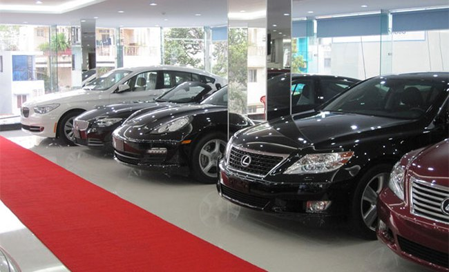 Tiêu thụ giảm mạnh, nhập khẩu ô tô lao dốc