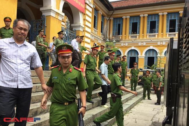 """Toàn cảnh phiên tòa 20/7: Phạm Công Danh """"phá nát"""" Ngân hàng Xây dựng"""